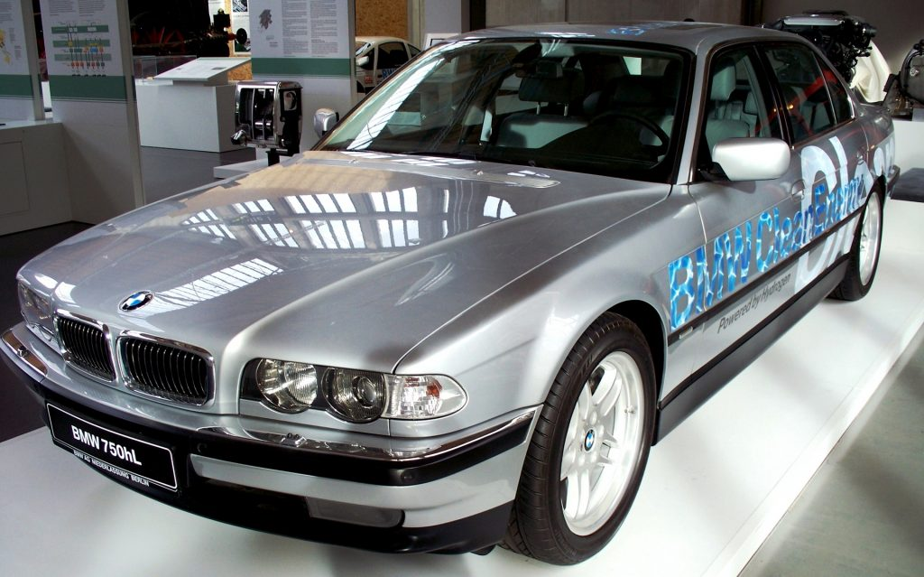 Bild 3: BMW 750hL (2000).