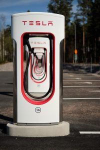 Bild 12: Tesla Supercharger Ladestation.